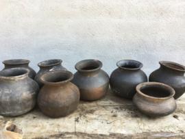 Oude stenen potjes potje kruikje kruikje kruik pot landelijk stoer sober zwart grijs