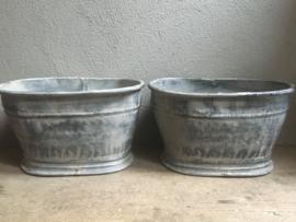 Grote metalen metaal ijzeren zinken bak zink pot vaas bloembak landelijk industrieel brocant stoer vintage