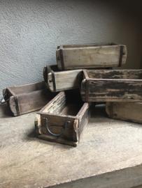 Oud houten bakje schaal schaaltje mal baksteenmal landelijk met handvaten  stoer industrieel