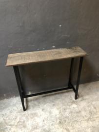 Ijzeren consoletable tafel met houten blad schoolbankje sidetable werkbank industrieel vintage landelijk tafel