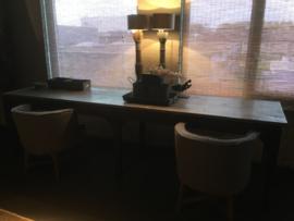 Enorme grote lange Stoere oude houten tafel aura Peeperkorn bureau buro eettafel sidetable werktafel werkbank kookeiland zinken blad industrieel landelijk stoer grijs grijsbruin metaal hout