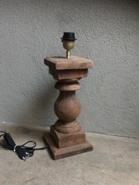Stoere naturel bruine houten balusterlamp tafellamp landelijk stoer robuust hout