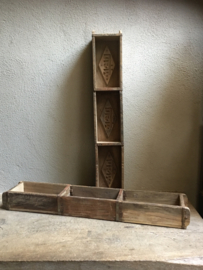 Oude houten lange baksteenmal schaal bak 3 vaks  brickmal gruttersbak vakkenbak landelijk stoer oud