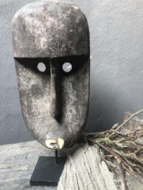 Vergrijsd houten Masker op voet landelijk stoer