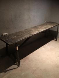 Oud houten bank bankje 110 cm industrieel ijzeren onderstel metaal landelijk stoer vintage