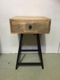 Stoer metalen houten industrieel landelijk vintage retro industrieel kastje kast ladenkast nachtkastjes ladekast nachtkastje