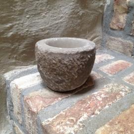 Oude stenen vijzel pot potje kruikje steen 5