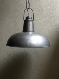 Industriële hanglamp grijs grijze metalen industrieel landelijk grijze metalen fabriekslamp