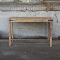 Oude doorleefd vergrijsd houten sidetable 150 cm buro bureau oud metalen beslag landelijk oud hout stoer boerentafel