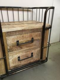 Stoer houten metalen trolley bakkerskar kar karretje industrieel landelijk kastje kast 2 laden lades ladenkast nachtkastjes ladekast nachtkastje nachtkastjes