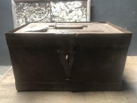 Origineel oud Metalen kistje urban landelijk industrieel stoer