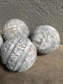 Houten bol vergrijsd wit grijs 9/10 cm greywash bal ballen bollen whitewash decoratie landelijk stoer brocant