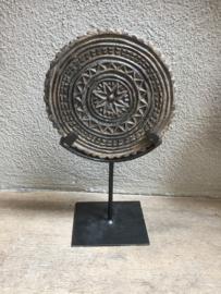 Oude stenen stempel Mandela hardsteen ornament rond arduin op voetje standaard voet chapati roti hardsteen grijs antraciet onderzetter onderzetters landelijk