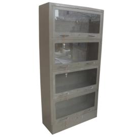 Oude metalen kast vitrinekast servieskast archiefkast industrieel landelijk grijs