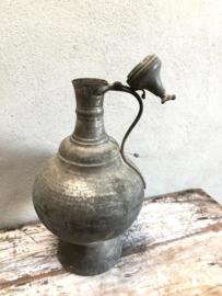 Oude metalen Turkse waterkan Turkije pot schenkkan theekan kruik landelijk oosters