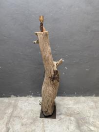 Prachtige grote oud vergrijsd houten Vloerlamp hout staande lamp stronk ene-catcher uniek item landelijk stoer industrieel