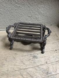 Gietijzeren stove warmhoudplaat theelichtje rechaud opwarmplaat onderzetter bric-à-brac brocant landelijk bruin