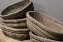 Prachtige oude kleine ovale ovaal olijfbak vergrijsd houten schaal bak met oud metalen beslag kaasmal kaasbak landelijk olijfbak