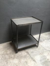 Stoere metalen trolley kar karretje landelijk (theekarretje)  keuken industrieel vintage stoer metaal grijs ijzer staal stalen op wieltjes