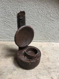 Oud metalen olielampje omgebouwd tot theelichtje theelicht kandelaar urban landelijk vintage industrieel stoer metaal
