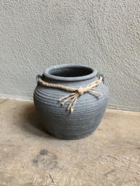 Stenen pot kruik potje vaas grijs landelijk stoer met jute touw sober boerderij boerenpot
