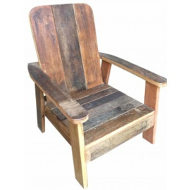 Stoer oud houten kinderstoeltje stoeltje armleuningen sloophout fauteuil lounge zitstoel  landelijk doorleefd vergrijsd vintage hout sloophout
