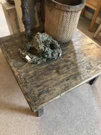 Oud vergrijsd houten salontafel zwart bijzettafel mooie nerf vierkant 95 x 92 x H46 cm hout landelijk industrieel robuust oud hout vintage sidetable hoektafel
