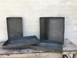 Heel stoer oud metalen dienblad tray schaal bak bakplaat metaal zink roest grijs landelijk industrieel