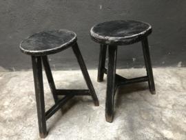Zwarte kruk rond krukje landelijk stoer industrieel tafeltje bijzettafeltje zwart houten hout