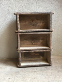 Oud houten bakje schaal schaaltje wandkastje vakkenbak theedoos gruttersbak mal baksteenmal landelijk