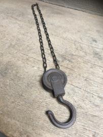 Metalen gietijzeren lier katrol spoel klos ketting industrieel landelijk bruin zwart 60 cm  stoer metaal
