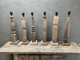 Oude vergrijsd houten balusterlamp voet lampevoet hout landelijk stoer