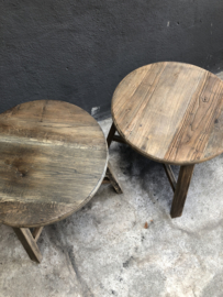 Oud vergrijsd houten rond tafeltje landelijk salontafel bijzettafel bijzettafeltje