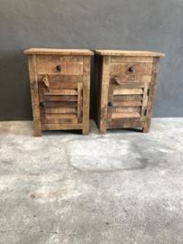 Stoer houten nachtkastje nachtkastjes Louvre landelijk vintage hout kast kastje lade deurtje