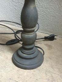 Stoere grijze grijs donkergrijs houten balusterlamp 42 cm lampevoet tafellamp landelijk stoer robuust