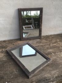 Oud vergrijsd zwart grey black finish  houten lijst met spiegel spiegeltje 35 x 25 cm landelijk sober stoer industrieel