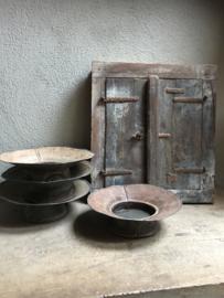Oude ijzeren metalen schaal bak kom kap bakje landelijk stoer industrieel vintage