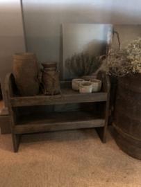 Stoere grijze houten gruttersbak rek schap bak rekje staand hout grijs donkergrijs stoer landelijk antraciet vakkenbak vakken schap trog bak keuken landelijk