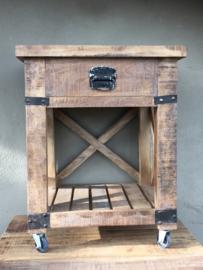 Stoer houten kastje nachtkastje nachtkastjes landelijk kast stoer industrieel trolley vintage hout metaal