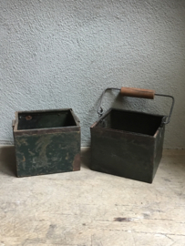 Oude metalen bak bakken landelijk rechthoekige plantenbak stoer industrieel