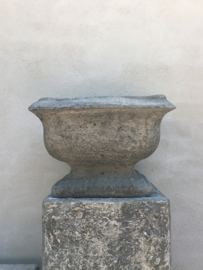 Stoere betonnen Franse bak pot schaal vaas tuinvaas beton grijs bloembak landelijk