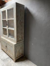 Prachtige grote doorleefd houten servieskast keukenkast vergrijsd grijs vitrinekast buffetkast landelijk stoer industrieel vintage brocant groot