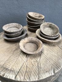 Oude vergrijsd doorleefd houten schaaltjes schaaltje bakje landelijk stoer sober zeepbakje badkamer toilet keuken