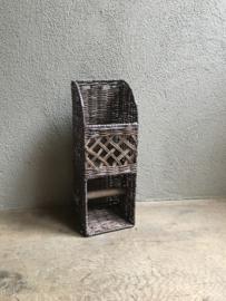Vergrijsd rotan toiletrolhouder wcrolhouder riet rieten met reservoir wandbevestiging landelijk brocant stoer
