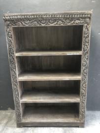 Oude vergrijsd houten boekenkast kast legplanken landelijk sober