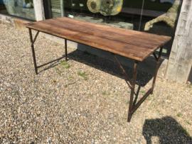 Industriële vintage klaptafel markttafel eettafel tuintafel bijzettafel metalen onderstel met houten blad landelijk hout metaal