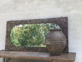 Grote spiegel in oud metalen frame industrieel grijs bruin metaal beige stuks urban vintage landelijk industrieel kozijn venster ovaal rechthoekig ringen