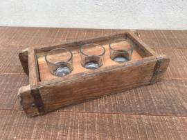 Oud houten bakje schaal schaaltje mal baksteenmal met 3 theelichtjes kandelaar windlichten theelicht landelijk vintage industrieel vakkenbak brocant