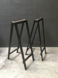 Zwart grijs houten schaag Schagen 96 x 35 cm hout steunen voet steun