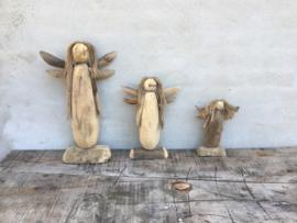 Houten engel kerst staand vergrijsd hout groot engeltje vintage landelijk stoer met touw